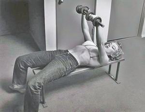 Marilyn-Monroe-lifting-weights-300x231
